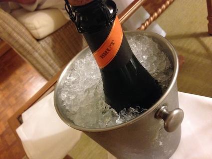 シャンパンお祝い