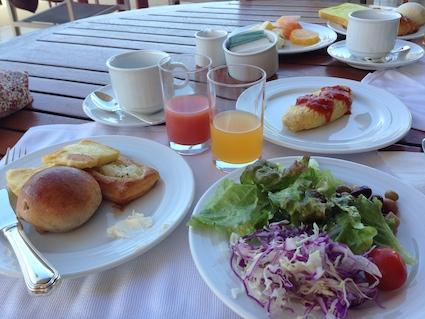 朝食バイキングです