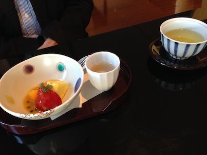 お汁粉とフルーツ