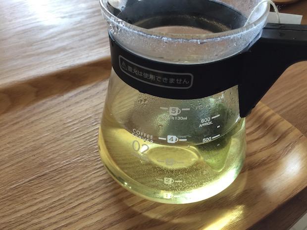 薄い黄色のお茶